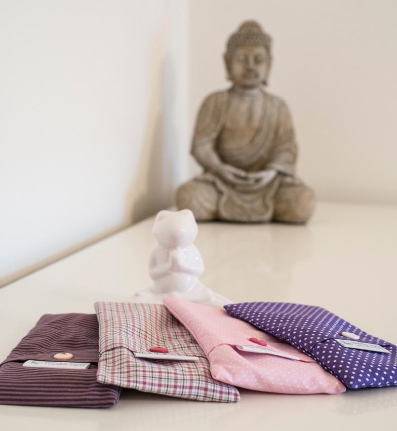 Hansa Yoga Forrest Yoga mit Katharina Augenkissen Stoffe rosa und lila