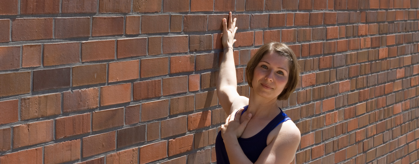 Hansa Yoga – Forrest Yoga mit Katharina Rodewald, Chest opener on the wall
