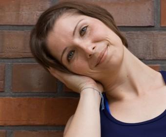 Hansa Yoga – Forrest Yoga mit Katharina Rodewald, Basic move relaxed neck, entspannter Nacken © Günter Kupich, Hamburg