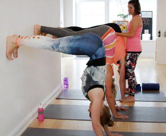Hansa Yoga Special Forrest Yoga an der Wand